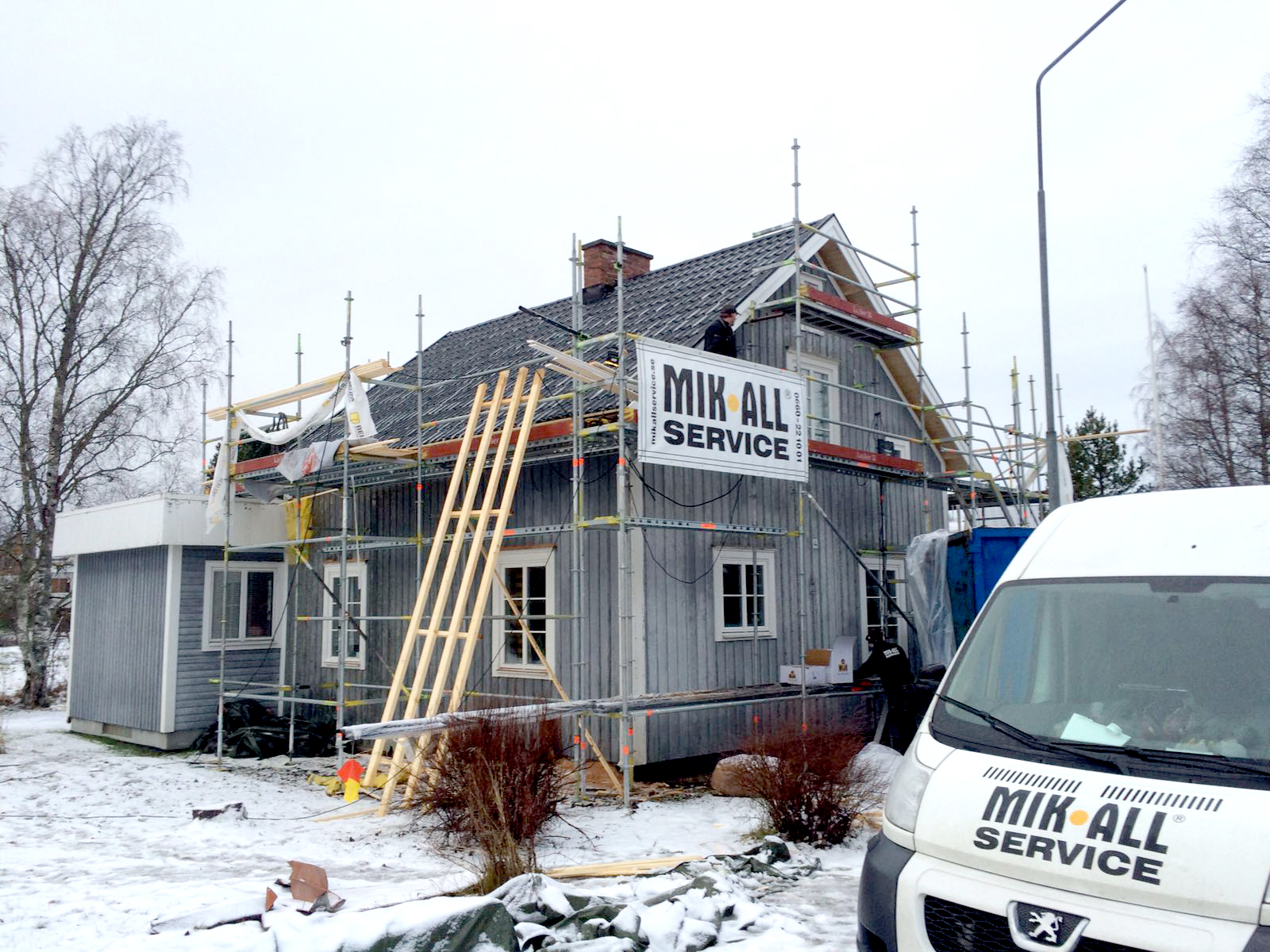 MIK ALL Service AB i Örnsköldsvik utför ditt takbyte. Kontakta oss för en offert.