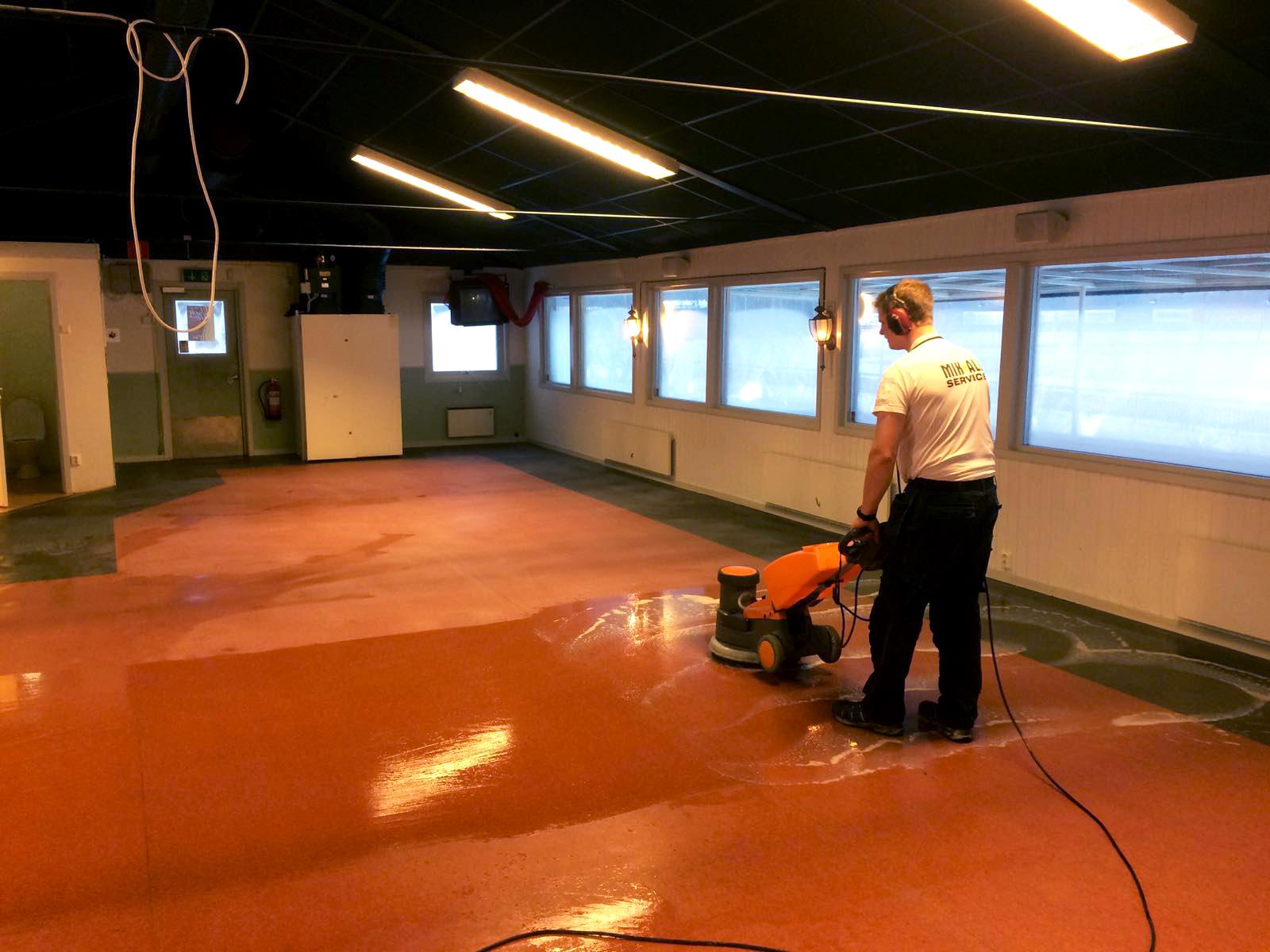 MIK ALL Service utför golvvård i Örnsköldsvik