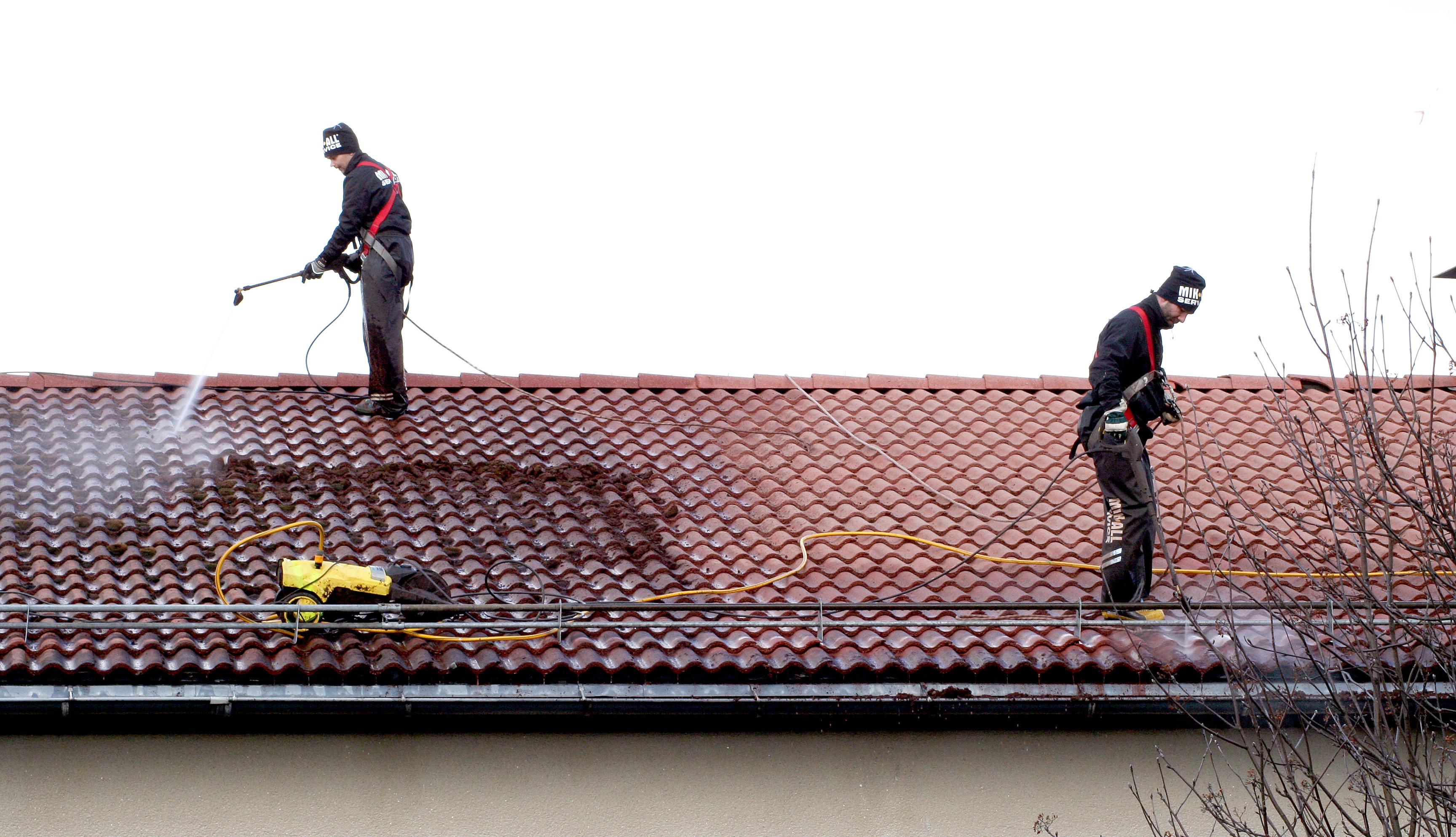 Taktvättning och takrengöring i Örnsköldsvik och Umeå. MIK ALL Service AB