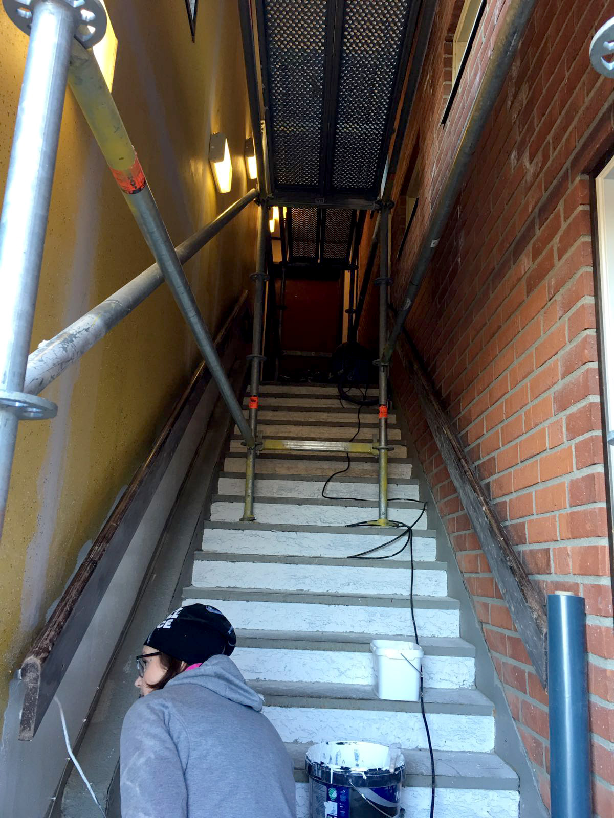 Målning av trapp och entré på Solängets travsällskap, MIK ALL Service AB