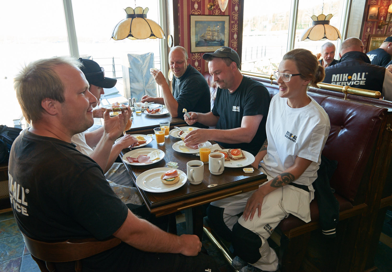 Frukost på Elite Plaza Hotel i Örnsköldsvik med MIK ALL Service AB personal.